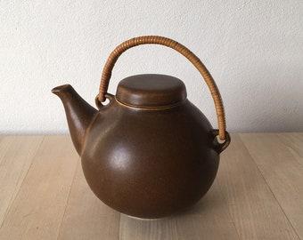 Ulla Procopé-Nyman – midcentury Finnish vintage GA3 Arabia stoneware teapot