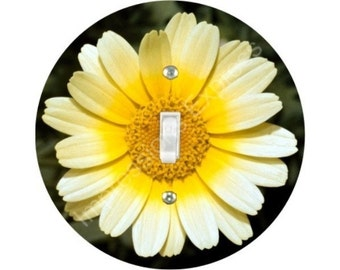 Yellow Daisy Flower Single Toggle Switch Plate Cover