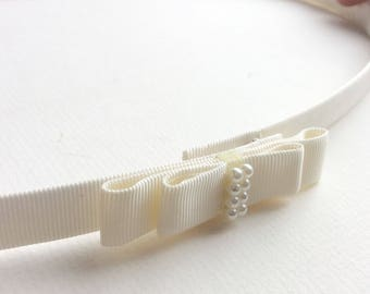 Ivory wedding belt with bow and beads, a skinny bridal belt made to measure, also great as a thin bridesmaids belt
