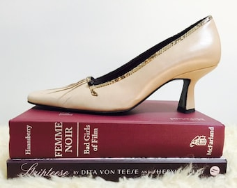 1960s beige leather pumps