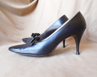 Vintage 60's Black Pumps Size  8 to 9, High Heel, Stiletto, with Bow Detail, Leather