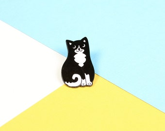 Black & White Cat Enamel Pin with clutch back // lapel pins, cats rule // EP174