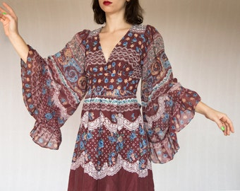gypsy dreaming wide bell sleeve mini dress in maroon . . . . . xs, small