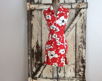 Summer Fun 1960s Red White and black Large Floral Print Scort Playsuit Romper Jumpsuit Small Size 10