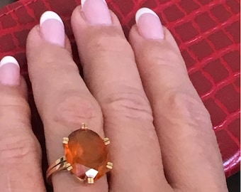 Wonderful Vintage Gold Ring with a Topaz