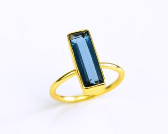 Kyanite Bar Ring, September Birthstone Ring, Geometric Ring Modern Ring, Gemstone Vertical Bar Ring September Birthday gift Adira Ring blue
