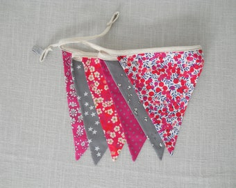 Garland flags (x 6) fuchsia fabric and grey