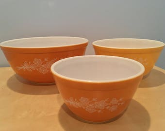 Vintage Pyrex Butterfly Gold II Mixing Bowl Set