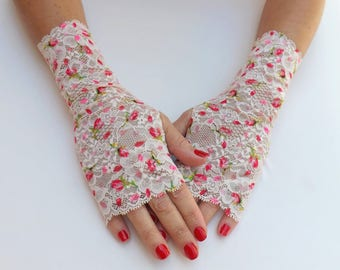 Ivory floral lace gloves. Fingerless Lace mittens. Red flowers short gloves.