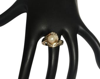 14k Pearl and diamonds ring