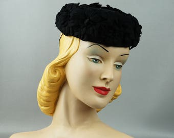 Vintage 1940s Hat Black Felt Petal Tilt Pillbox