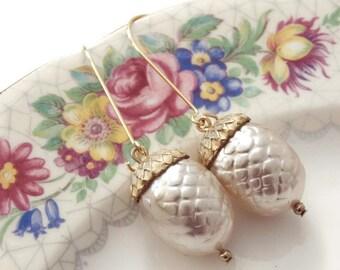 Gift Acorn earrings Acorn jewelry Gold acorn Pearl acorn earrings Dangle earrings Pearl Bridesmaid earrings Woodland earrings Bridal gift