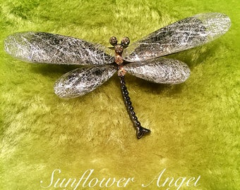 Dragonfly brooch, with enamel, frosted wings.