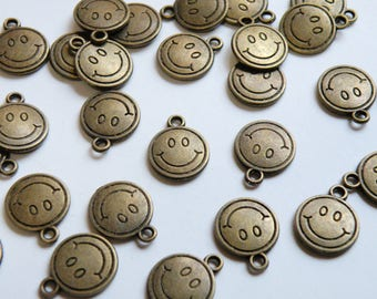 10 Smiley Face Emoji charms round antique bronze 15x12mm PQ035-AB