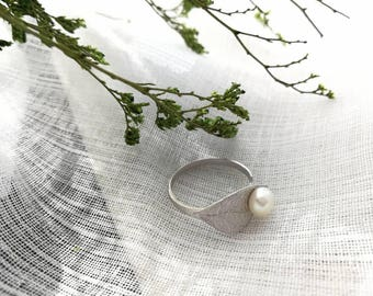 Sterling Silver leaf ring with pearl,adjustable open ring, gift, wedding party,fall,botanical ring