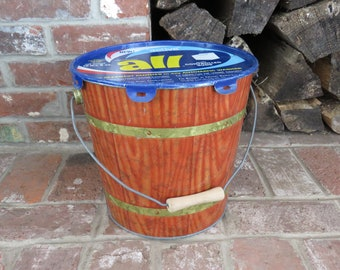 Colorful vintage advertising All detergent galzanized pail with lid and scoop, excellent condition!