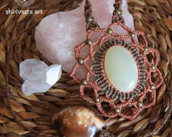 Green Onyx necklace, macramè flower necklace, crystal macramè pendant, Artisan jewels
