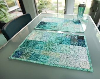 Modern Quilted Placemats Set of 2 Turquoise Blue Table Decor Art Quilt Kitchen Table Settings for Entertainment Dinner Party Table Decor