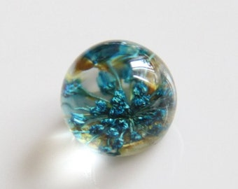 2 pcs of resin crystal  ball CABOCHON cameo with dry flower inside  15mm- F4