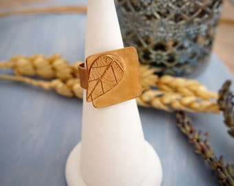 """Ring leaf Nature / well being & Pagan Style / Ormolu / hand carved / """"Mirabelle square"""""""