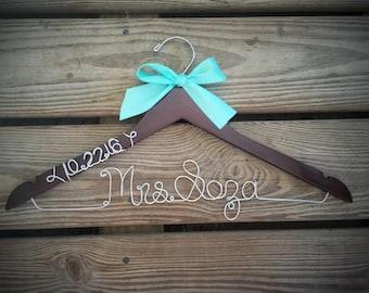 Bridal Hanger with wedding date Bride Hanger with BOW, Multiple Colors, Name Hanger, Wedding Hanger, Personalized Bridal hanger, Bridal Gift