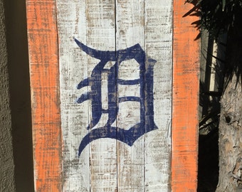 English D rustic sign