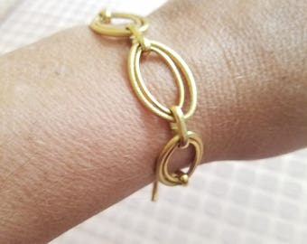Monet Gold Link Toggle Bracelet Signed Tagged Vintage Designer Costume Jewelry Classic Large Double Links