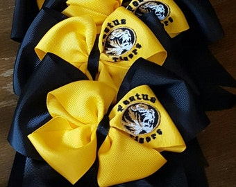 Embroidered cheer bows