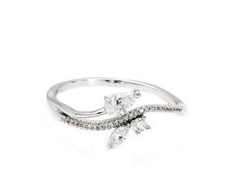 Fashion Silver Elegant Crystal Ring
