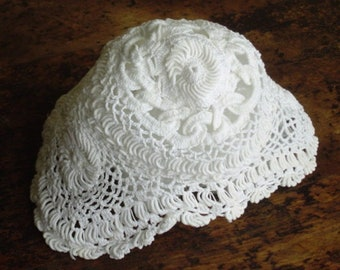 Antique au crochet chapeau Vintage à la main au Crochet couronnement cordon fin main bébé faite au Crochet travail bonnet pour bébé pour baptême ou baptême classique