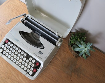 Vintage Smith Corona SCM Beige Manual Portable Typewriter with Case - for Repair