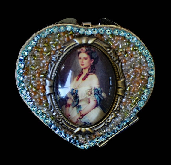 Victorian Lady Heart Compact with Rhinestones and Double Mirrors