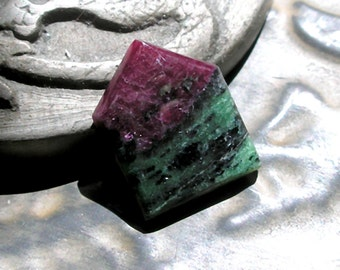 Ruby Zoisite Cabochon Arrow Shaped Custom Cabochon For Jewelry Making