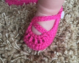 Crochet Mary Jane infant shoes