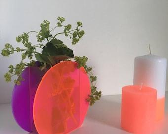 Acrylic Circular vase in Fluo Neon pink