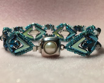 Shiny Eyes Hand Stitched Bracelet Blue Aqua
