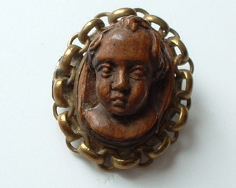 Amazing Victorian high relief carved wood cameo brooch