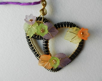 Heart wire wrapped in gilded copper wire and recycled zipper