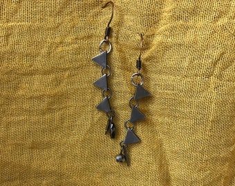 Dangling earrings made of repurposed necklace links