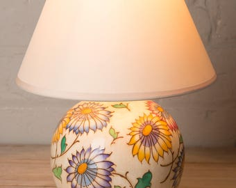 Collectable Charlotte Rhead lamp, 1930's, country cottage,