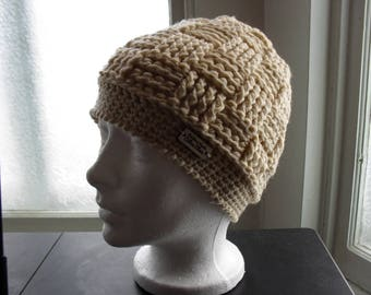 Hat in acrylic yarn with checkerboard pattern
