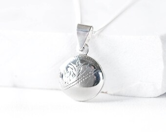 Round silver photo locket/ Picture locket/ Round silver Necklace/ Picture locket/ Gift for mum/ Photo gifts/ Round pendant/ Silver jewelry
