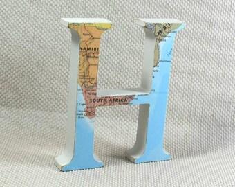 Monde carte lettres, lettres en bois, cadeau de voyage de carte, carte lettres, cadeau de pendaison de crémaillère, cadeaux de voyage, choisissez votre emplacement! Emballage cadeau gratuit!