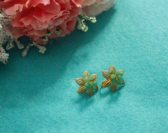1950s Gold floral earrings with green beads