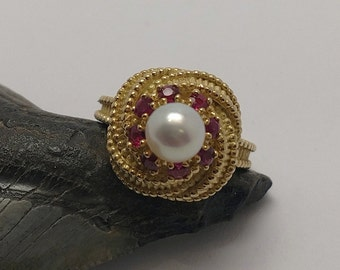 Vintage 18k Yellow Gold Pearl & Ruby Ring
