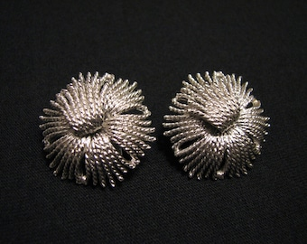 "MINT Vintage Monet 1960 ""Cordelia"" Round Brushed Silver Tone Abstract Flower Clip Earrings BOOK PIECE"