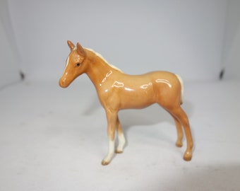 Beswick small Palamino thoroughbred foal facing left 1816