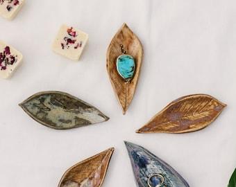 Leaf shaped ceramic ring dish - Small ring dish - Jewellery dish - Wedding accessory - Ceramic ring holder - Decorative dish - Ceramic plate