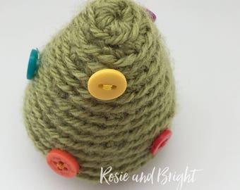 Mini Christmas Tree: freestanding crochet christmas tree ornament