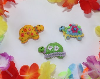 Set of Three Tiny Tropical Turtle Magnets / Felt Favors / Tiny Treasures / OOAK / Folk Art / Small Gifts